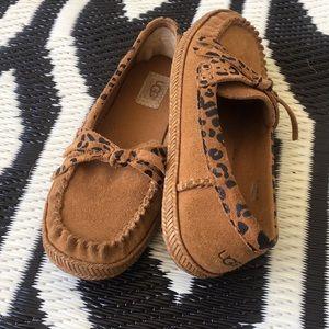 🎉 Host Pick! UGG leather moccasins flats girls
